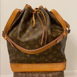 🌟price is firm🌟 Louis Vuitton Bucket GM